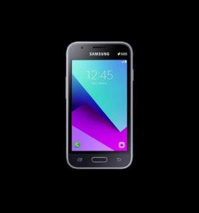 "4"" Смартфон Samsung SM-J106F Galaxy J1 mini Prime"