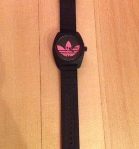 Часы Adidas.