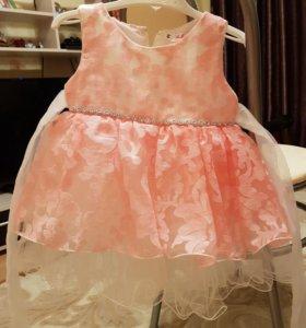 Праздничное платье с пышной юбкой.90 см