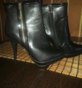 Обувь женская 4 пары все новое.
