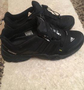 Новые кроссовки Gore-tex