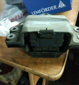 VAG Опора- подушка двигателя(КПП) передняя VAG