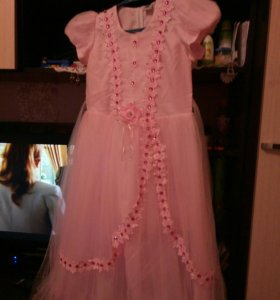 Продаю платье на девочку.