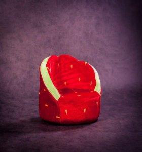 Кресло «Клубника» мягкое для малышей