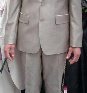 костюм и две рубашки