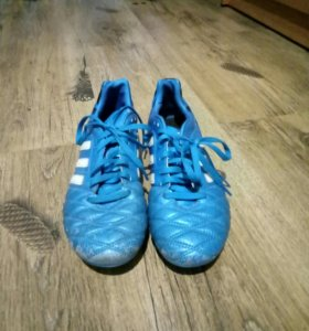 Бутци футбольные Adidas