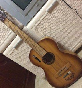 Гитара семиструнная.