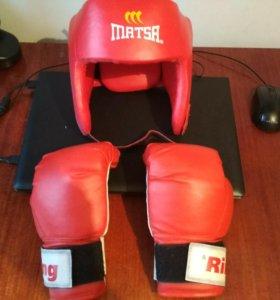 Перчатки и шлем для единоборств