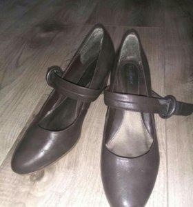 Туфли на каблуке с застежкой