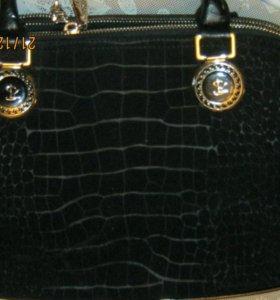 Замшевая черная сумка с тремя отделениями