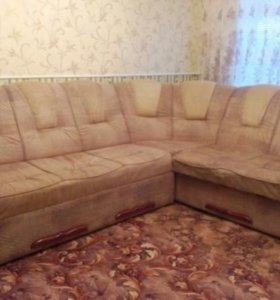 Мягкий угловой диван.