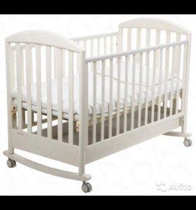 Детская кроватка,слоновая кость
