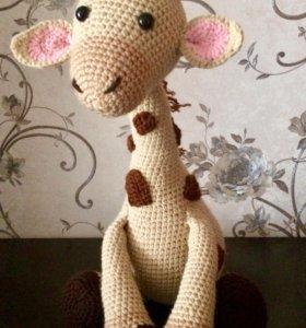 Вязанная игрушка жираф амигуруми