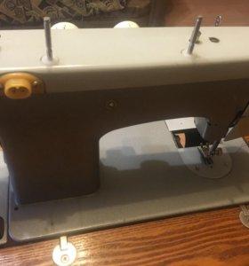 Швейная машинка Подольск 142