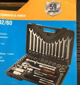 Набор инструментов в кейсе на 59 предметов.