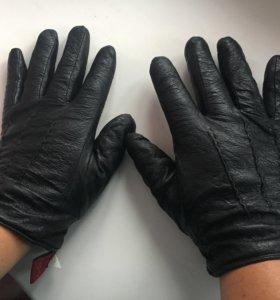 Кожаные перчатки на среднюю руку