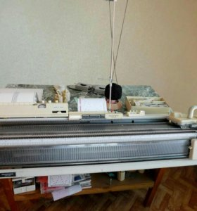 Вязальная перфокартная двуфонтурная машина