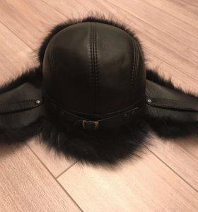 Кожаная с натуральным мехом мужская шапка