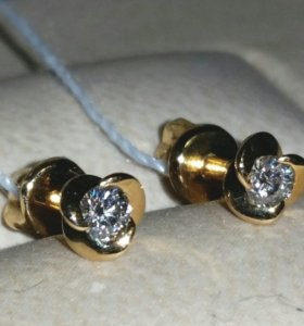 Серьги-пусеты золотые с 2 бриллиантами