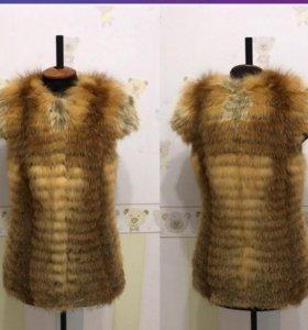 Продам новую жилетку из меха лисы