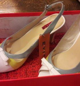 Туфли босоножки новые лакированные