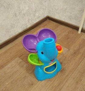 Слон, музыкальный,выдувает шарики!