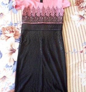 Платье с пайетками.