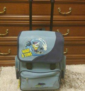 Школьный портфель на колесиках