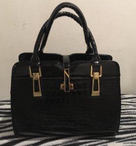 Дамская лаковая сумка