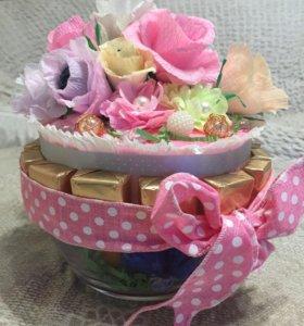 Букет из конфет с вазой для конфет или фруктов