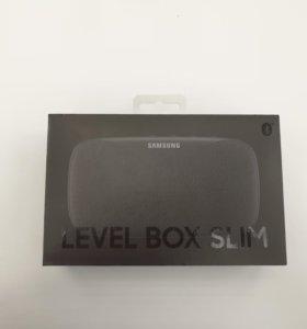 Портативная колонка Samsung.