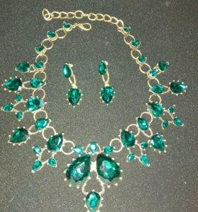 Комплект ожерелье и серьги.