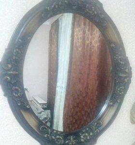 Зеркало в изящной рамке