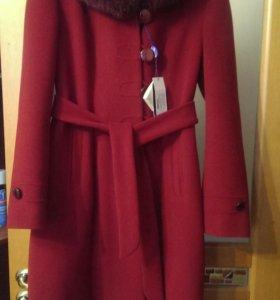 Пальто зимнее с шикарным мехом.