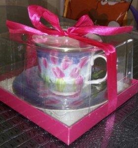 Чашка и блюдце в подарочной упаковке