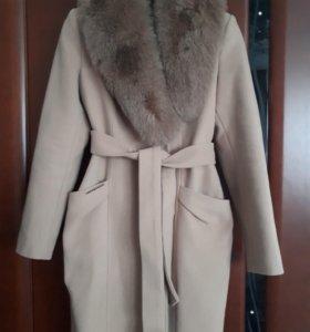 Новое зимнее пальто с шикарным воротником