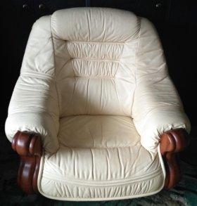 Белое кожаное кресло Kler