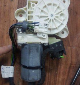 Моторчик стеклоподъемника на мерседес w211