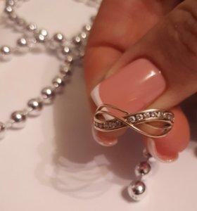Золотое кольцо с камнями.