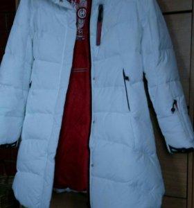 Женское зимнее пальто белого цвета