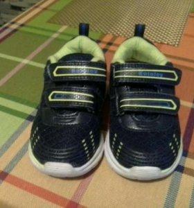 Светящиеся детские кроссовки