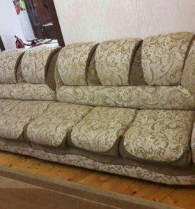 Угловой диван и одно кресло