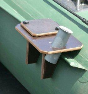 Столик для эхолота с держателем спиннинга №6