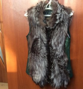 Меховая жилетка из натуральной кожи и меха