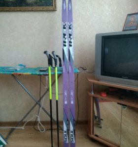Лыжи и палки для ребенка