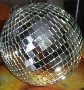 Зеркальный диско-шар.