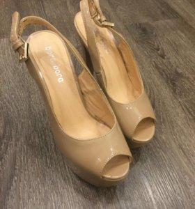 Туфли бежевые лакированные 35-36