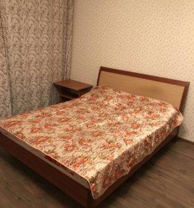 Шкаф и двуспальная кровать