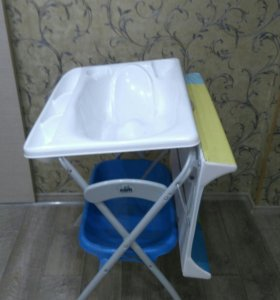 Ванна с пеленальным столиком