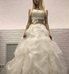Свадебное платье с аксессуарами (новое)